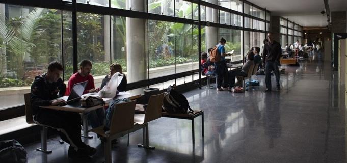 VALENCIA 20 10 09 ESTUDIANTES Y NUEVAS TECNOLOGIAS FOTO MIGUEL LORENZO